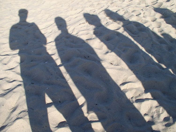1024px-People_Shadow
